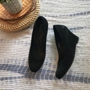 Born crown black suede wedge size 10